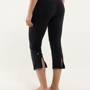 Lululemon Gather & Crow Crop Black Size 6